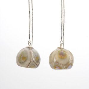 Boucles d'oreilles perle soufflée ivoire et irisée