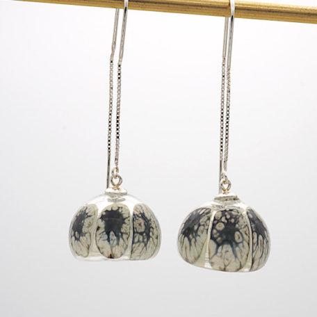 Boucles d'oreilles perle soufflée ivoire et noire