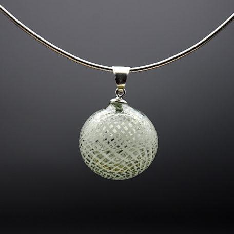pendentif perle soufflée gris transp filigrane blanc+ chaîne serpent